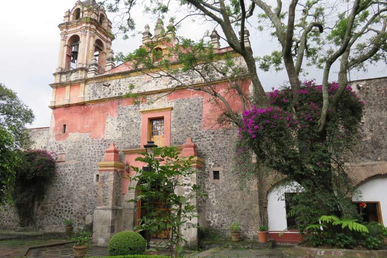A church hidden behind behind walls, close to our Airbnb